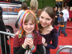 MarsNeedsMoms Premier-Piper interviewing Sammi Hanratty (PipersPicksTV) Tags: red celebrity carpet tv reporter el disney entertainment hollywood planet tween youngest podcaster capitan interviewer piperreese