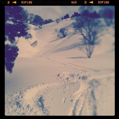山頂はホワイトアウトだったけど滑る頃には晴れ間が