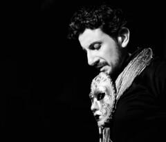 Lo tuyo es puro teatro.... (Leonorgb) Tags: man hombre careta máscara bohemiancabaretteatroisidrorayestaránespectaculorubicóncalledelsolsantandercervezasbarnochebnbwlalupecanonleomaestrodeceremoniasdeuncabaretactormonólogoartistashownoche