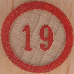 Bingo number 19 (Leo Reynolds) Tags: 19 squaredcircle number xsquarex numberbingo bingo lotto loto houseyhousey housey housie housiehousie numberset canon eos 40d 025sec f80 iso100 60mm sqset061 bingoset12 nineteen xleol30x hpexif xxx2011xxx 10s xxxtensxxx