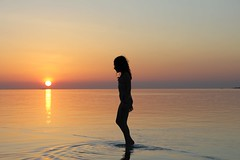 Sunset child (Simone Lovati) Tags: sunset sea baby sun pool children maldives seawalking