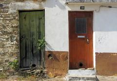 Rosmaninhal - Duas portas (ontem e hoje) (Amrico Meira) Tags: door portugal puerta porta porte beirabaixa du1 challengeyouwinner