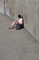 Red Shoes (ooznu) Tags: street stockholm slussen k5