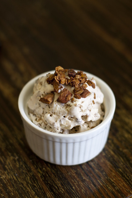 Müslijäätis / Ice cream with chocolate granola