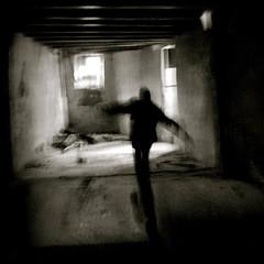 boite noire (laboratoire de l'hydre) Tags: urban silhouette noir ombre jour exploration maison et blanc auvergne contre urbex urbaine poutre mygearandme