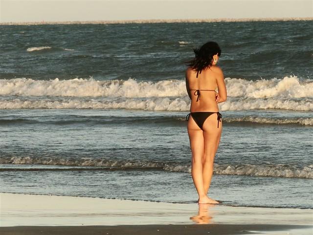 Menina da Praia by Glênio Freitas Jr.