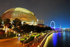 The Durian Shell (Trim Reaper) Tags: longexposure water colors reflections lights bay flyer nikon singapore theater theatre tokina dome esplanade on the uwa d90 singaporeflyer 1116mm