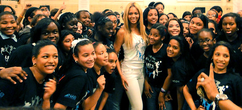 Beyonce Surprises School In Harlem!
