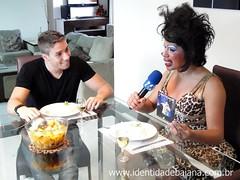 Marcell na cozinha com Verinha