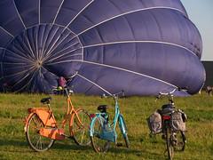 Luchtballon (Geziena) Tags: blauw wind reclame ballon nederland olympus gas mooi e300 uitzicht lucht ballonvaart oranje assen personen staan mensen weer vaart mand leuk graaf groot kijken spannend heteluchtballon brander groots colorphotoaward messchenveld