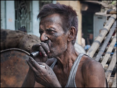 the smoker (hiddebeekman) Tags: india smoking portret calcutta thesmoker