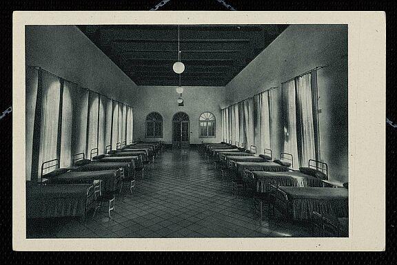 Interior del Hospital Tavera a mediados del siglo XX. Fotografía de Rodríguez