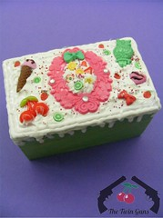 Spring Delight Deco-Den Box (Scarlett Ann Perkins) Tags: cute cake marie vintage silver ball miniature necklace yummy sweet box handmade victorian twin jewelry case pearls jewellery chain cupcake bow frame jar cameo guns antoinette ribbon decora deco setting min cutee decoden thetwinguns wwwthetwingunscouk
