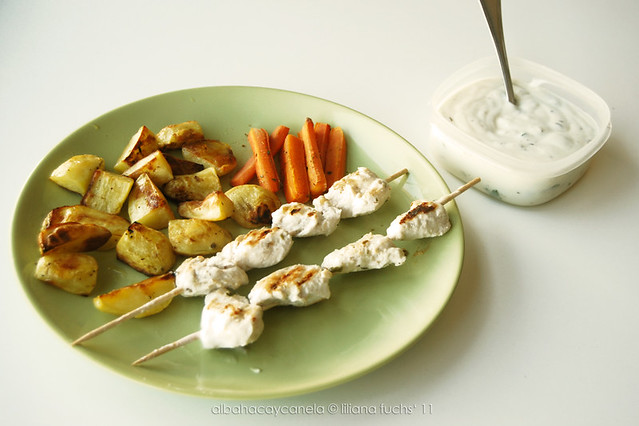 Yogurt chicken skewers