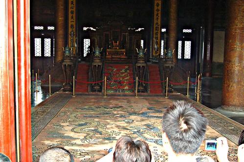 Drachenthron mit mitfotographierenden Chinesen