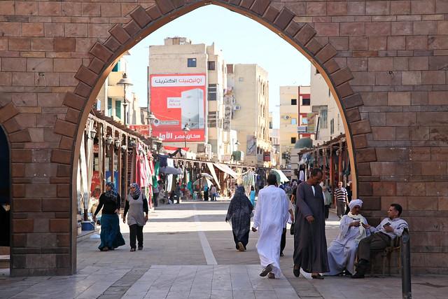 エジプト、アスワン、スークの門