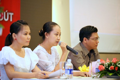 (T_ trái qua) Bà H_i Y_n (G_ Ti_p Th_) - Bà Thanh Xuân (Tr__ng Ban Biên T_p) - _ng _ông Hi_u (G_ S_n ph_m)