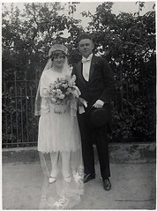 wedding 29 (Frollein Eichblatt) Tags: old 1920s wedding flower vintage groom bride veil antique flapper bridegroom hochzeit twenties braut fiancé bräutigam