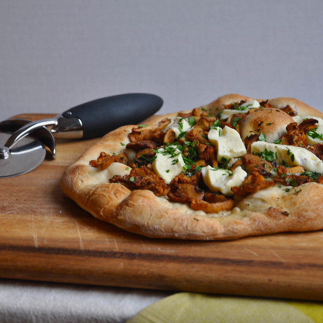 5629231537 90e9a0f7e0 z Wild Mushroom and Crescenza Pizza: Do a Little Dance