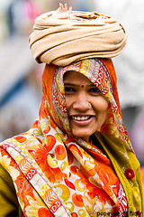 An Indian Portrait (Popeyee) Tags: pictures portrait woman india girl smile smiling canon photo asia flickr image photos indian picture images worker popeyee