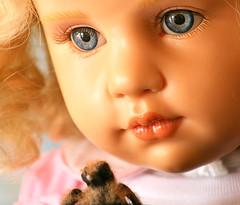 Pichón caido. (pigeon) (Rapunzel new (on and off)) Tags: bird babygirl resin collectibles puppen pichón hildegardgunzel artistdolls palomatorcaza