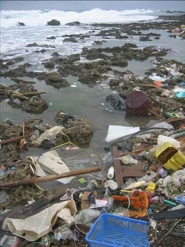 海洋如同母親,默默承受我們傾倒垃圾和化學污染。圖片來源:台南社大