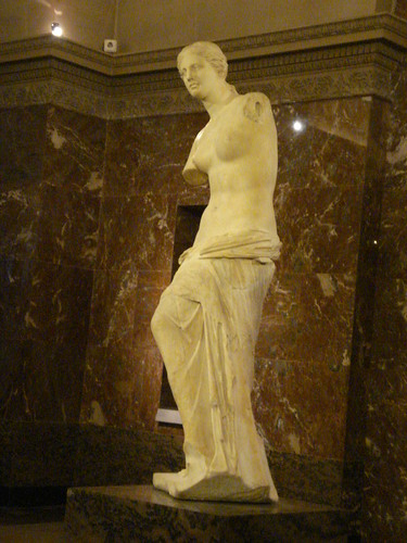Venus de Milo Museum dorsay spindle spinning armless apple marble status Paris France