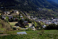 Andorra rural: Engordany, Andorra city, Andorra (lutzmeyer) Tags: above primavera photo spring europe foto fotografie image abril picture april bild oben andorra imagen pyrenees iberia frühling pirineos pirineus iberianpeninsula pyrenäen frühjahr viertel fromtop escaldes laplana imatge engordany escaldesengordany ortsteil iberischehalbinsel sacalma parroquiaescaldesengordany andorracity urbanitzacioguem
