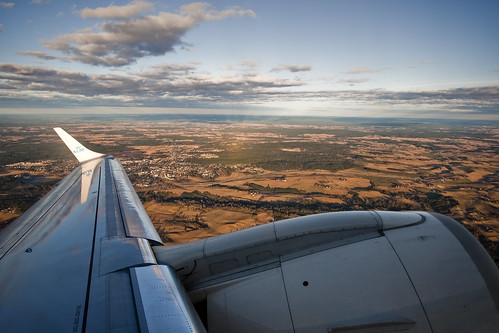 KLM Embraer ERJ190 PH-EZN on climb