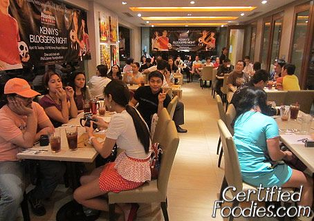 Bloggers and attendees of Kenny Rogers Bloggers Night - CertifiedFoodies.com