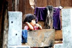 299/365 (Beatriz Pitarch) Tags: wood house home girl thailand casa madera child candid think tailandia nia thailandia pensar cabaa choza tailand pensativa robado chabola project365 abstraida