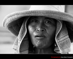 The crafts(wo)man (jean-marc rosseels) Tags: portrait bw bali woman hat canon indonesia craftsman candidportrait kutabeach canon7d