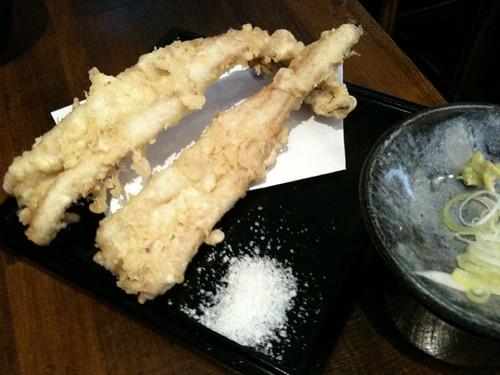 穴子天ぷらそば。まずは揚げたての穴子。