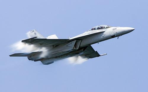 [フリー画像] 乗り物, 航空機, 戦闘機, F/A-18 ホーネット, F/A-18E/F スーパーホーネット, 201106152300