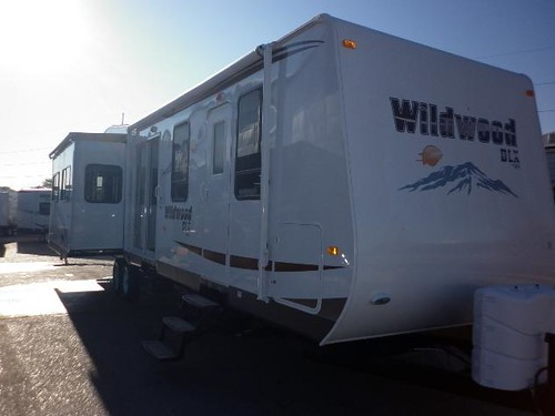 2011 TRAVEL TRAILER FOREST RIVER WILDWOOD 372REDS