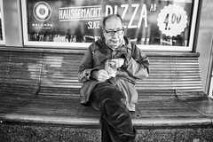 Caught you Snackin' (Jrg) Tags: street chips snack snacking eat outside bench man