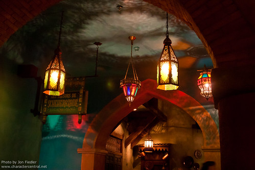DLP Halloween 2009 - Eating Dinner at the Agrabah Cafe Restaurant