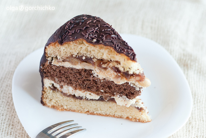 Торт шоколадно-ванильный с орехами