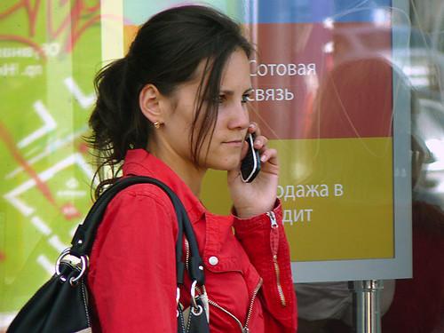 Девушка и мобильник #10
