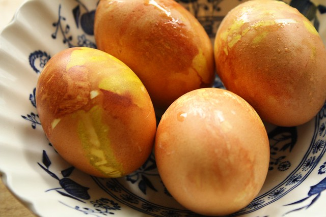 onion skin wrapped eggs