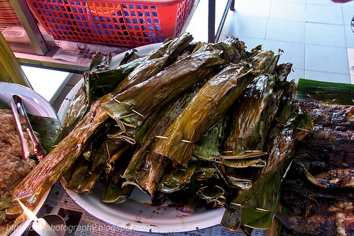 grilled fish wrapped in banana leaf RIMG0149
