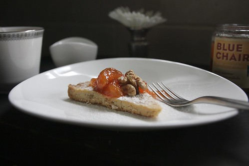 walnut shortbread w/ peach jam