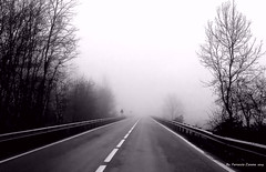 strada nebbia infinito