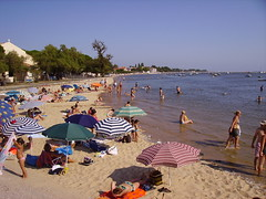 Sun tanning in Andernos-les-Bains beach