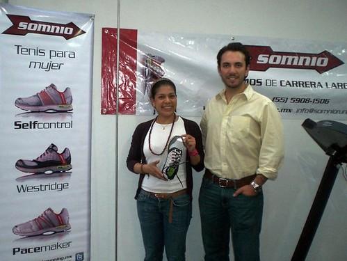 Somnio y RunMX entregan tenis a corredoras