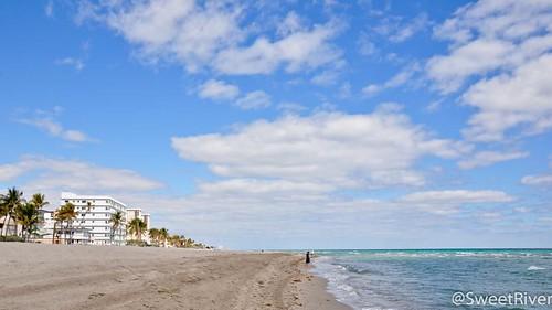 阳光沙滩,蓝天白云