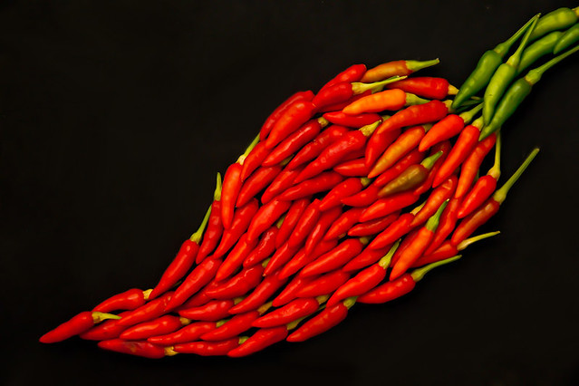 Uma pimenta, feita com pimentas! - A red pepper, made with red peppers!