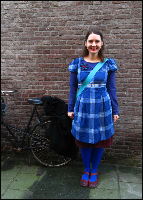 Amsterdam outfit in blue and maroon
