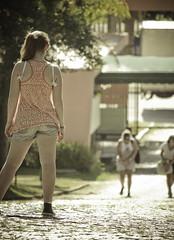 Waiting for you. (Eduardo Berthier) Tags: girls friends summer woman sun sol girl canon rebel women waiting portoalegre jardimbotanico guria garota mulheres amigas menina esperando meninas allstar garotas gurias 550d 55250 t2i canon55250 kissx4 eduardoberthier