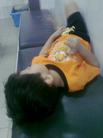 Anakku demam lg.jpg by Che NamNam